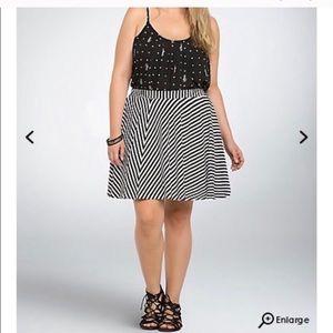 Torrid black and white skirt , amazing condition